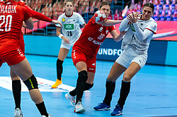 Julia Behnke of Germany, Joanna Szarawaga of Poland during the Women's EHF Euro 2020 match between Germany and Poland at Sydbank Arena on december 07, 2020 in Kolding, Denmark (Photo by RHF Agency/Ronald Hoogendoorn)