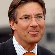 NLD/Amsterdam/20070526 - Suriprofs - Jong Oranje 2007, minister van Buitenlandse Zaken, Maxime Verhagen steekt zijn tong uit