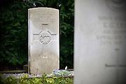Nederland, Markelo, 11-4-2013Graf van vlieger uit Nieuw-Zeeland op de oologsbegraafplaats. Monument ter nagedachtenis aan neergestorte bommenwerpers en hun Nieuwzeelandse bemanningsleden.Foto: Flip Franssen