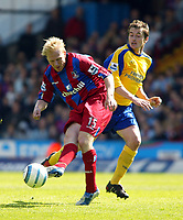 Fotball<br /> England 2004/2005<br /> Foto: SBI/Digitalsport<br /> NORWAY ONLY<br /> <br /> Crystal Palace v Southampton<br /> Barclays Premiership. 07/05/2005<br /> <br /> Aki Riikilahti of Palace passes the ball away as Matt Oakley of Southampton watches on