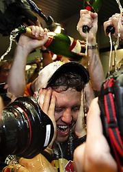 FORMEL 1: GP von Abu Dhabi, Abu Dhabi, 14.11.2010 Sieger und Weltmeister Sebastian VETTEL (GER, Red Bull), Jubel, Sektdusche<br />  © pixathlon