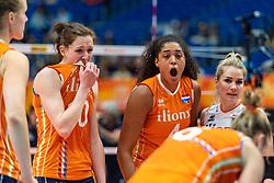19-10-2018 JPN: Semi Final World Championship Volleyball Women day 20, Yokohama<br /> Serbia - Netherlands / Lonneke Sloetjes #10 of Netherlands, Celeste Plak #4 of Netherlands, Kirsten Knip #1 of Netherlands