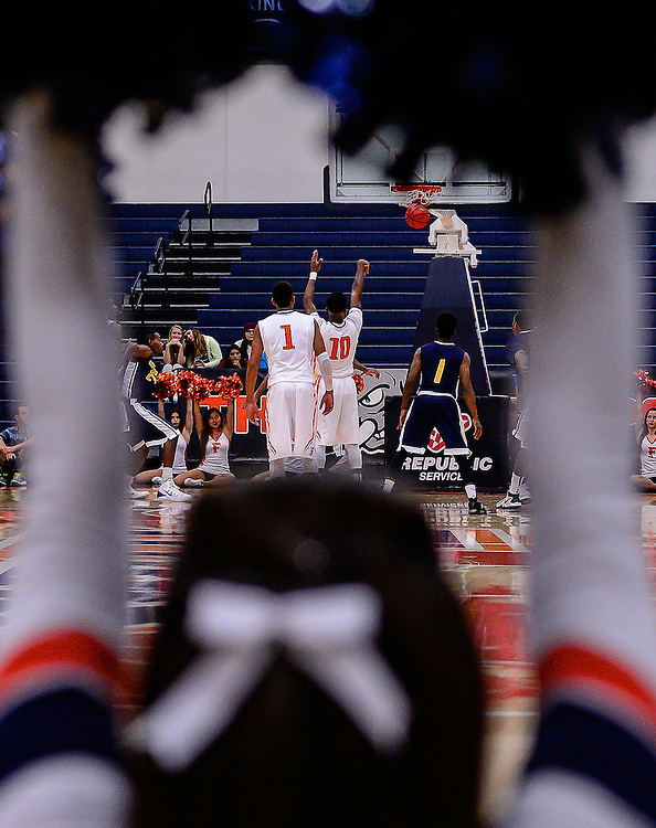 Sports Shooter Academy 12;  Mens Basketball at California State University Fullerton. November 6, 2015 <br /> Photographer:  Bruce Sherwood
