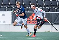 AMSTELVEEN -  Niklas Wellen (Pinoke) met Johannes Mooij (Amsterdam)     tijdens   hoofdklasse hockeywedstrijd mannen,  AMSTERDAM-PINOKE , die vanwege het heersende coronavirus zonder toeschouwers werd gespeeld.  COPYRIGHT KOEN SUYK