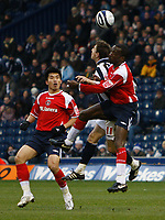 Photo: Steve Bond/Sportsbeat Images.<br />West Bromwich Albion v Charlton Athletic. Coca Cola Championship. 15/12/2007. Zoltan Gera (C) heads as he is challaanged by Chris Powell (R) and Zheng Zhi (L)