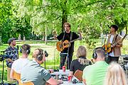 HILVERSUM, 1-6-2020, Radio 538. Nielson zingt voor een kleine groep luisteraars toe vanaf het 538 terras met een coronaproof buitenconcert omdat de terrassen weer open mogen nu de maatregelen die verspreiding van het coronavirus moeten tegengaan zijn versoepeld.