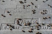 Nederland, Ubbergen, 8-6-2012Grafsteen op het kerkhof bij het nederlands hervormde kerkje in dit dorp bij Nijmegen. Op deze steen staan slechts de aanduiding Vader en Moeder.Foto: Flip Franssen