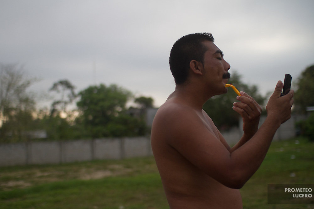"""A central american migrant shaves his face in the early morning in the migrants shelter """"La 72"""". (Photo: Prometeo Lucero)"""