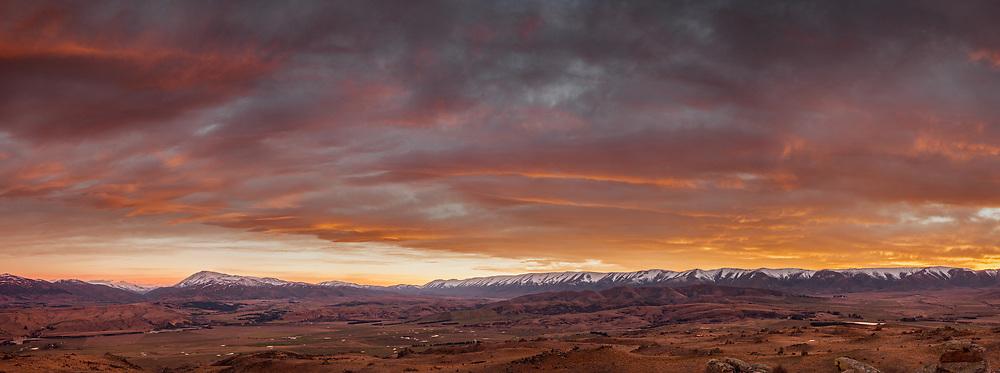 Sunset panorama, Hawddun range, St Bathans region, Central Otago, New Zealand
