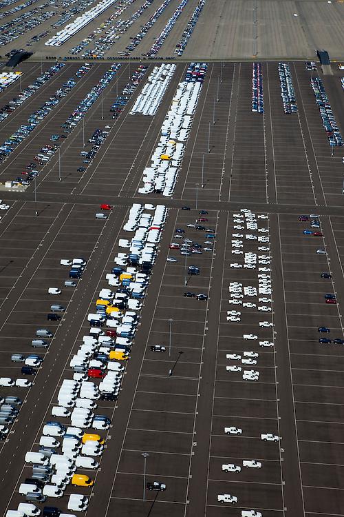 Nederland, Zeeland, Vlissingen-Oost, 12-06-2009; Sloehaven, terminal van autovervoerder Cobelfret. Parkeerterrein met voornamelijk auto's van Ford, personenwagens en bedrijfswagens. In Vlissingen worden auto's verzameld die in geheel Europa geassembleerd zijn. Vanuit Vlissingen wordt er naar de Britse markt geexporteerd..Swart collectie, luchtfoto (25 procent toeslag); Swart Collection, aerial photo (additional fee required).foto Siebe Swart / photo Siebe Swart