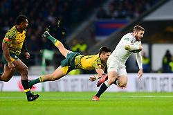 Elliot Daly of England breaks away from Jack Maddocks of Australia - Mandatory by-line: Dougie Allward/JMP - 24/11/2018 - RUGBY - Twickenham Stadium - London, England - England v Australia - Quilter Internationals