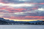Sunset over Sandshamn, Sandsøy, Norway. Taken from Gjøneset, Gurskøya with 400mm. | Solnedgang over Sandshamn, Sandsøy, Norge. Tatt fra Gjøneset på Gurskøyamed 400mm.