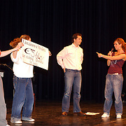 Dansen voor Azie Modance cheque overhandiging.kinderen, podium,
