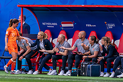 15-06-2019 FRA: Netherlands - Cameroon, Valenciennes<br /> FIFA Women's World Cup France group E match between Netherlands and Cameroon at Stade du Hainaut / Daniëlle van de Donk #10 of the Netherlands, Coach Sarina Wiegman