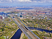 Nederland, Noord-Holland, Amsterdam; 16-04-2021; Zuidas, Rozenoordbrug over de Amstel. Zicht op Station Rai en RAI Amsterdam en Hotel nhow Amsterdam RAI. Links aan rivier De Amstel het Beatrixpark, rechts begraafplaats Zorgvlied.<br /> Zuidas, Rozenoordbrug over the Amstel. View of Station RAI and RAI Amsterdam convention centre, Hotel nhow Amsterdam RAI. On the banks of river Amstel, left Amstel Beatrixpark, on the right cemetery Zorgvlied<br /> <br /> luchtfoto (toeslag op standard tarieven);<br /> aerial photo (additional fee required)<br /> copyright © 2021 foto/photo Siebe Swart