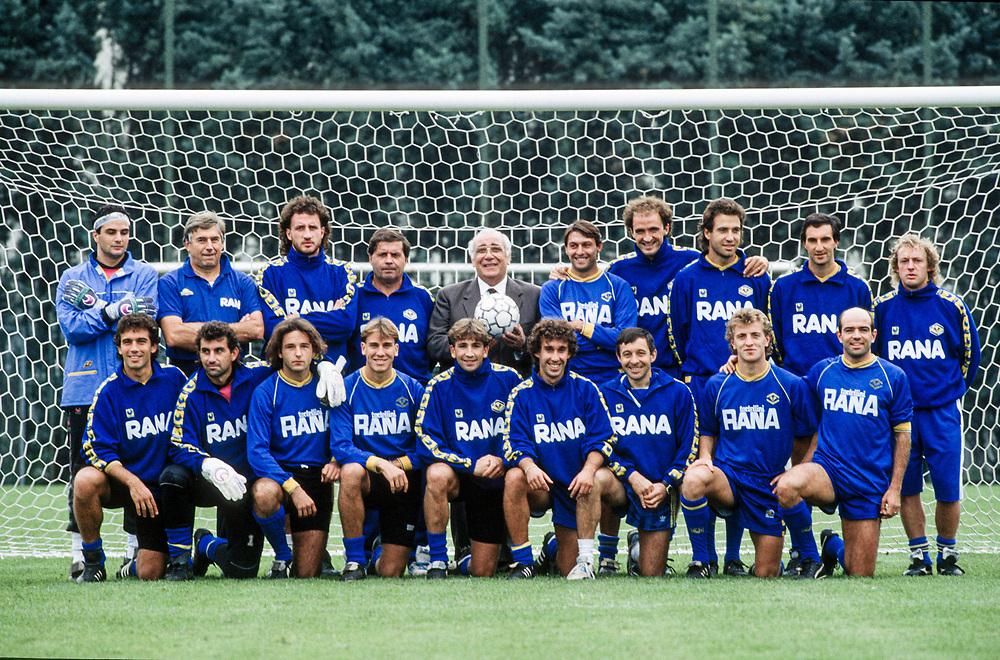 18 OCT 1991 - Verona - Giovanni Rana, industriale della pasta, allo stadio Bentegodi, con la squadra di cui è presidente.