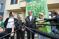 17 AUG 2009, BERLIN/GERMANY:<br /> Cem Oezdemir, B90/Gruene Bundesvorsitzender, Renate Kuenast, B90/Gruene Spitzenkandidatin, Juergen Trittin, B90/Gruene Spitzenkandidat, Claudia Roth, B90/Gruene Bundesvorsitzende, Pressestatement anl. dem Start der Deutschlandtour zur Bundestagswahl 2009, vor der Bundesgeschaeftsstelle<br /> IMAGE: 20098017-02-021<br /> KEYWORDS: Wahlkampf, Auftakt, Cem Özdemir, Renate Künast, Jürgen Trittin, Mikrofon, microphone, Journalisten, Camera, Kamera