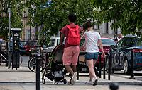 Bialystok, 04.05.2018. Mieszane malzenstwo z dzieckiem na spacerze fot Michal Kosc / AGENCJA WSCHOD