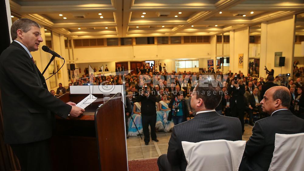 Presidente da Famurs, Seger Menegaz, durante abertura do 34º Congresso de Municípios, no Plaza São Rafael, em Porto Alegre. FOTO: Jefferson Bernardes/ Agência Preview