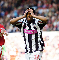 Fotball<br /> Premier League 2004/05<br /> Middlesbrough v West Bromwich<br /> 23. april 2005<br /> Foto: Digitalsport<br /> NORWAY ONLY<br /> West Brom's Robert Earnshaw holds his head in his hands after missing an easy chance