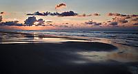 VLIELAND - Zonsondergang  aan het strand aan de Noordzee op Vlieland.ANP COPYRIGHT KOEN SUYK