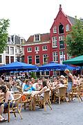 Genieten van een zomerse dag lop het neude in Utrecht.