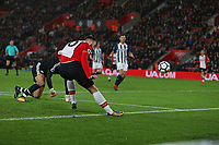 Football - 2017 / 2018 Premier League - Southampton vs. West Bromwich Albion<br /> <br /> Southampton's Charlie Austin rounds Ben Forster of West Bromwich Albion only for his shot to hit the post at St Mary's Stadium Southampton<br /> <br /> COLORSPORT/SHAUN BOGGUST