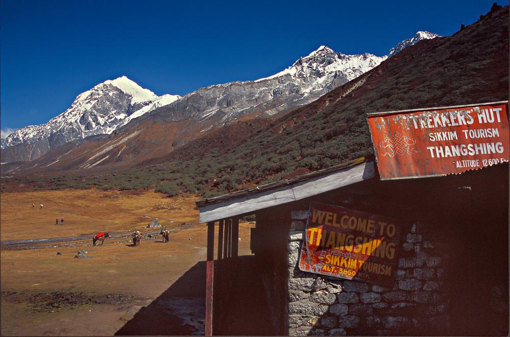 Thankshing trekkers hut