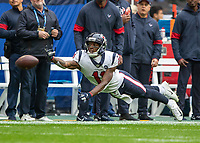 American Football - 2019 NFL Season (NFL International Series, London Games) - Houston Texans vs. Jacksonville Jaguars<br /> <br /> Steven Mitchell Jnr (Houston Texans) stretches to make the pass at Wembley Stadium.<br /> <br /> COLORSPORT/DANIEL BEARHAM