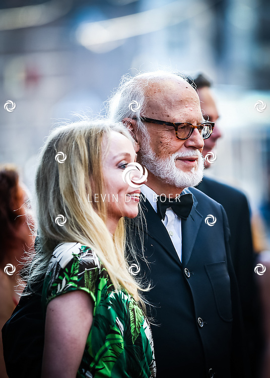 AMSTERDAM - De Nederlandse premiere van Elle, de nieuwste film van regisseur Paul Verhoeven. Met hier Rob Houwer en partner Romy op de rode loper. FOTO LEVIN & PAULA PHOTOGRAPHY