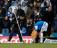 Photo: Richard Lane.<br />Birmingham City v West Bromwich Albion. The Barclays Premiership. 11/03/2006. <br />A groundsman replaces a broken cornerflag allowing the game to continue.