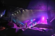 Nederland, Nijmegen, 17-7-2011De eerste dag van de zomerfeesten viel in het water door de vele regen. Frank Boeijen speelde op de Waalkade een thuiswedstrijd.Onlosmakelijk met de vierdaagse, 4daagse, 4 daagse zijn in Nijmegen de vierdaagse feesten, de zomerfeesten. Elke avond komen vele bezoekers naar de binnenstad. De politie heeft inmiddels grote ervaring met het spreiden van de mensen.Foto: Flip Franssen/Hollandse Hoogte