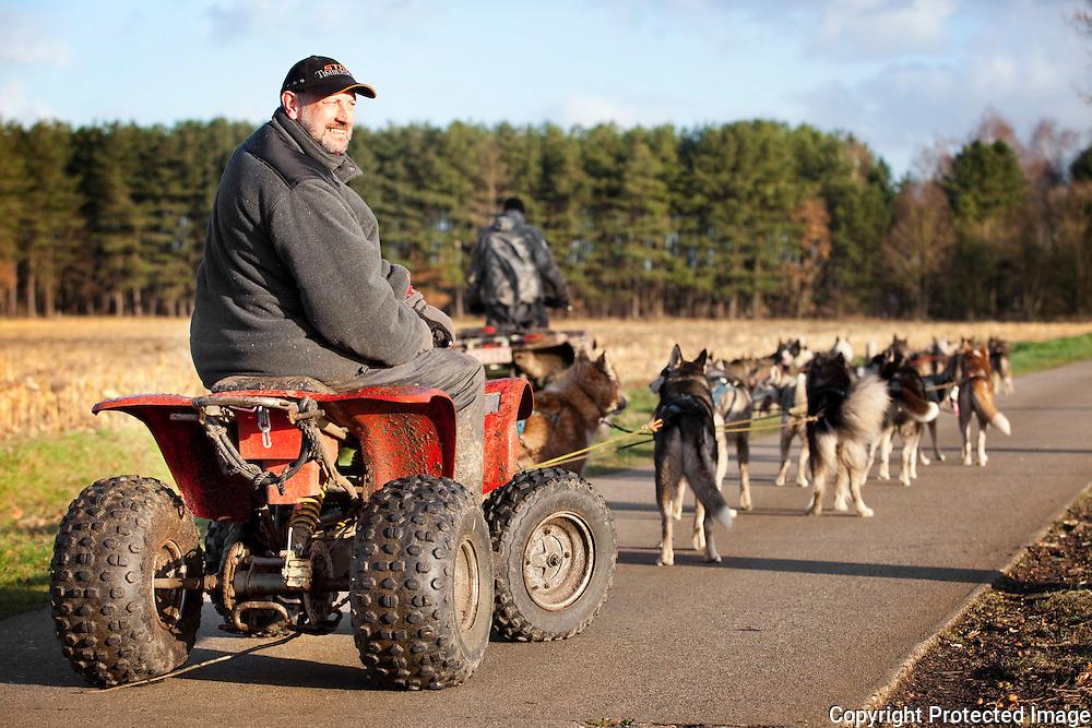 371306-reportage over de sledehondensport samen met Rudi Merckelbach en Guy Marinus (wereldkampioen en europeeskampioen-De Polder Lille