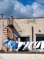 Foto che raccolgono i colori la struttura geometrica la storia del centro storico di otranto