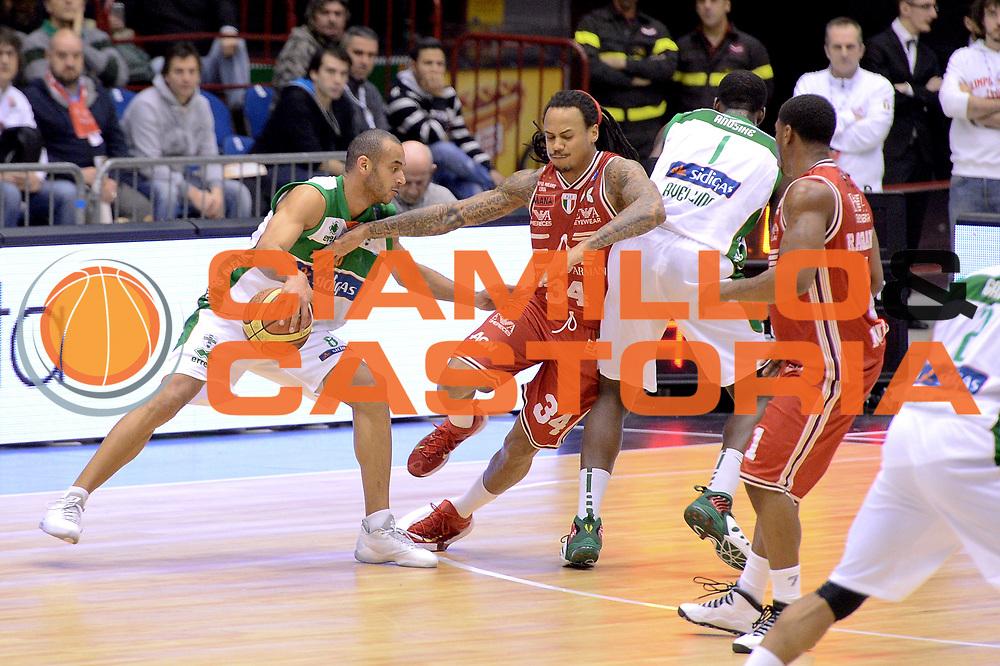 DESCRIZIONE : Milano Lega A 2014-15 EA7 Emporio Armani Milano vs Sidigas Avellino<br /> GIOCATORE : Banks Adrian<br /> CATEGORIA : Controcampo palleggio blocco<br /> SQUADRA : Sidigas Avellino<br /> EVENTO : Campionato Lega A 2014-2015<br /> GARA : EA7 Emporio Armani Milano Sidigas Avellino<br /> DATA : 16/02/2015<br /> SPORT : Pallacanestro <br /> AUTORE : Agenzia Ciamillo-Castoria/I.Mancini<br /> Galleria : Lega Basket A 2014-2015  <br /> Fotonotizia : Milano Lega A 2014-2015 EA7 Emporio Armani Milano Sidigas Avellino<br /> Predefinita :