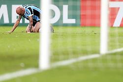 Cris, zagueiro do Grêmio após ser expulso na partida contra o Santa Fé, da Colômbia válida pela Copa Libertadores da América 2013. FOTO: Jefferson Bernardes/Preview.com