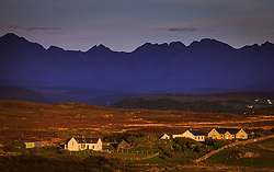 THEMENBILD - Landschaft mit Häusern im Sonnenuntergang bei Seabost, Isle of Skye, Schottland, aufgenommen am 11. Juni 2015 // Houses and the Landscape in the sunset at Seabost, Isle of Skye, Scotland on 2015/06/11. EXPA Pictures © 2015, PhotoCredit: EXPA/ JFK