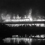 NLD/Amsterdam/19910128 - Grote Brand in houthandel aan de Tasmanstraat in Amsterdam