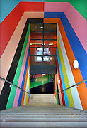 Nederland, Nijmegen, 22-12-2014 Onder het poppodium Doornroosje is woensdag een nieuwe fietsenstalling geopend. Het is een gratis, Openbare fietsenstalling naast het station. Ook de bewoners van de studentenflats boven de poptempel kunnen er hun fietsen kwijt. Je kunt al fietsend een plaats, plek, uitzoeken. Het kleurrijke ontwerp is van kunstenaar Jan van der Hoef. Bij de uitgang hangte een rijtijdenbord van de ns met de vetrektijden van de treinen. Foto: Flip Franssen/Hollandse Hoogte