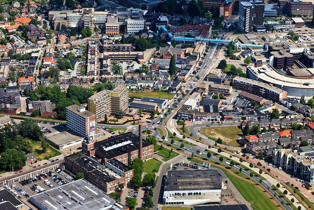 Nederland, Overijssel, Enschede, 30-06-2011; Voormalig fabriekscomplex Jannink (katoenspinnerij Jannink) aan de Haaksbergerstraat in Enschede, nu verbouwd tot museum en appartementencomplex. Boven in beeld de twee vestigingen van het ziekenhuis (Medisch Spectrum Twente) verbonden door een loopbrug..Former factory complex Jannink (Jannink cotton mill) at the Haaksbergerstraat in Enschede, now converted into a museum and apartment complex..luchtfoto (toeslag), aerial photo (additional fee required).copyright foto/photo Siebe Swart