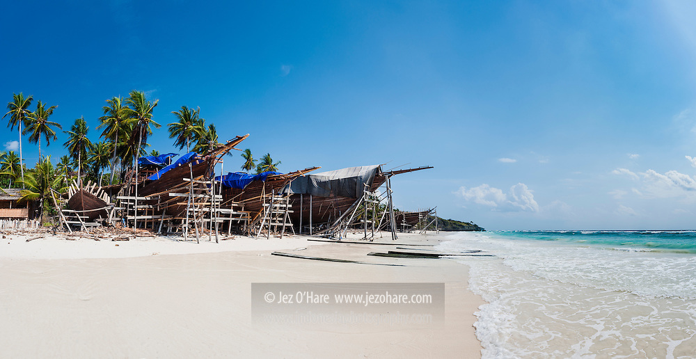 Construction of traditional Phinisi sailing boats at Bira, South Sulawesi, Indonesia.