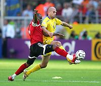 v.l. Stern John , Teddy Lucic Schweden<br /> Fussball WM 2006 Trinidad und Tobago - Schweden <br /> Sverige<br /> <br /> Norway only