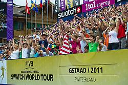 10-07-2011 VOLLEYBAL: FIVB WORLD TOUR BEACHVOLLEYBAL: GSTAAD<br /> Publiek support doet de wave<br /> ©2011-www.FotoHoogendoorn.nl / Peter Schalk