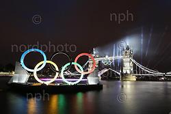 27.07.2012, Tower Bridge, London, GBR, Opening Ceremony, im Bild<br /> Tower Bridge während der Eröffnung Boot mit dem Olympischen Feuer fährt durch<br /> <br /> Foto © nph / Mueller