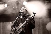 Konsert med Ole Paus under Midtsommerazz 2013 på Prestebrygga ved Waterfront hotell i Ålesund.<br /> Foto: Svein Ove Ekornesvåg