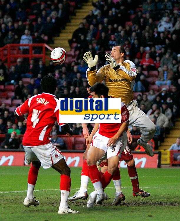 Photo: Tom Dulat/Sportsbeat Images.<br /> <br /> Charlton Athletic v Burnley. Coca Cola Championship. 01/12/2007.<br /> <br /> Gabor Kiraly of Burnley gets the ball in his hands in front of Charlton Athletic's Sam Sodje (L) and Zheng Zhi (R).