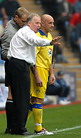 Photo: Ed Godden.<br />Coventry City v Leeds United. Coca Cola Championship. 16/09/2006. Leeds Manager Kevin Blackwell gives the orders to substitute Steve Stone.