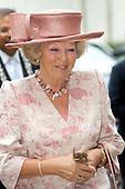Koningin bij jubileumsymposium De Zonnebloem