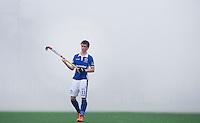 BLOEMENDAAL - HOCKEY - Thierry Brinkman van Kampong in een wolk met rook van de fakkels van enkele supporters.  Eerste  wedstrijd play offs in de hoofdklasse hockey competitie tussen de mannen van Bloemendaal en Kampong (2-3) . COPYRIGHT KOEN SUYK