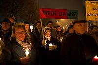 DEU, Deutschland, Germany, Erfurt, 04.12.2014:<br /> Demonstration vor dem Landtag gegen die Bildung einer Rot-Rot-Grünen Regierung mit Bodo Ramelow (Die Linke) als Ministerpräsident. Plakat Nein Danke Rot-Rot-Grün.
